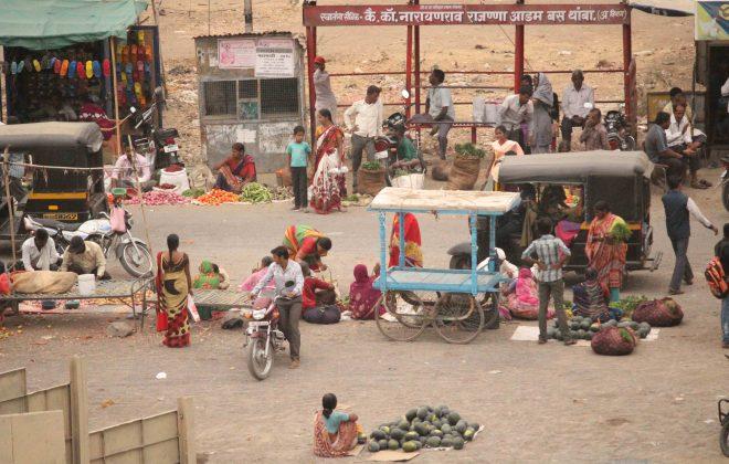 10 - Evening market at Revolution Square, Kumbhari